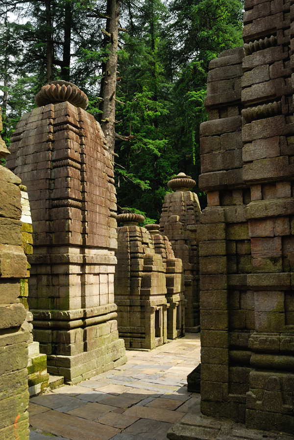 Corridor between the temples at Jageshwar